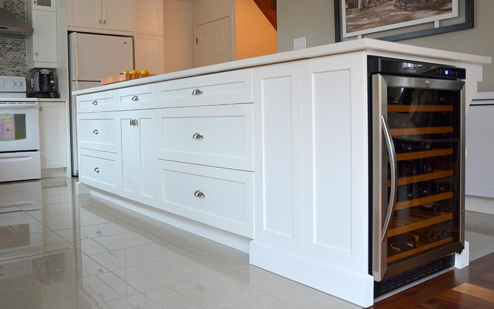 Cuisine classique blanche shaker plat blanc armoires de - Cuisine blanche classique ...